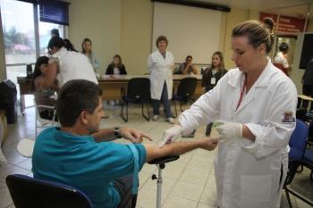 Doação de medula óssea começa com a retirada de sangue