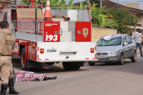 Pedestre morre atropelado na rua Florianópolis