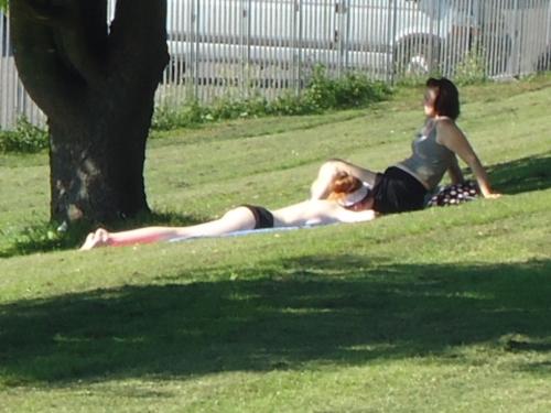 Topless britânico british english inglês Londres London