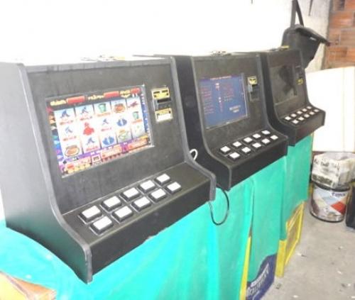 Três máquinas caça-níqueis são apreendidas em São José
