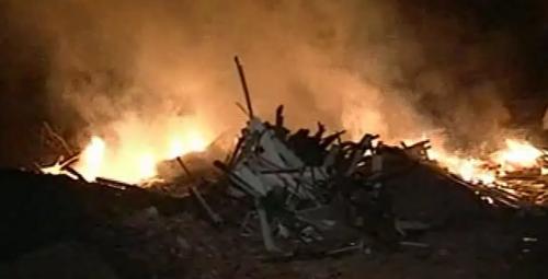 2-02-2013-09-05-07-incendio-em-lote-vago-no-bairro-potecas-atentados-sc.