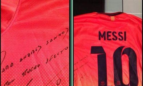 6640b9c781792 Daniel Alves ajuda e André Santos ganha camisa autografada de Messi ...