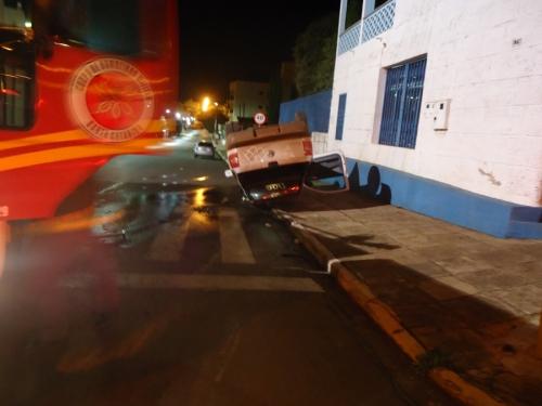 Motorista capota veículo no centro da cidade em Xanxerê