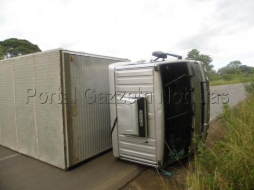 Motorista fica preso nas ferragens em acidente na SC-350 em Lebon Régis
