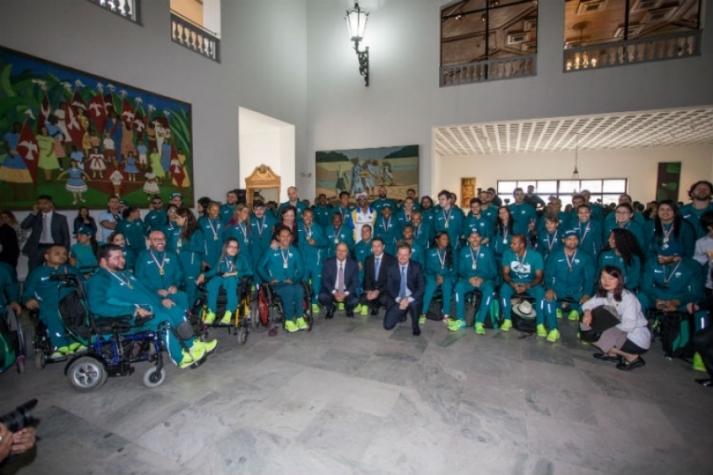 Em um evento em São Paulo, atletas paralímpicos foram homenageados pelo governador (Foto: Ciete Silvério) -