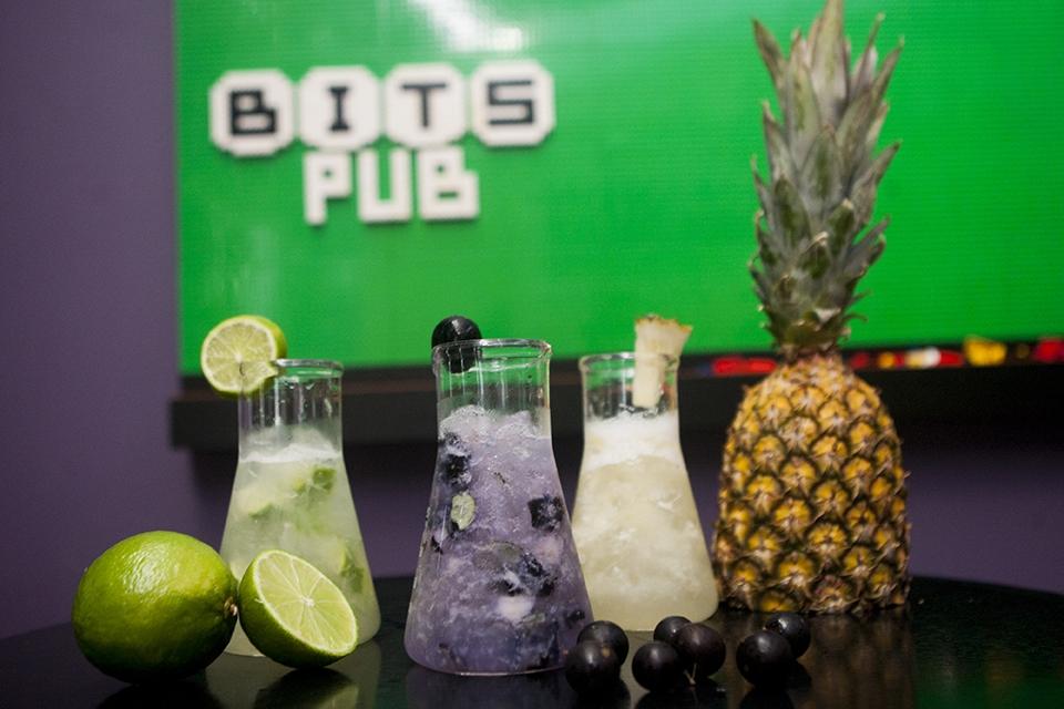 Ultrapotion: a caipirinha do Bits Pub é oferecida nos sabores limão, jabuticaba e abacaxi, além de manga e kiwi - Flávio Tin/ND