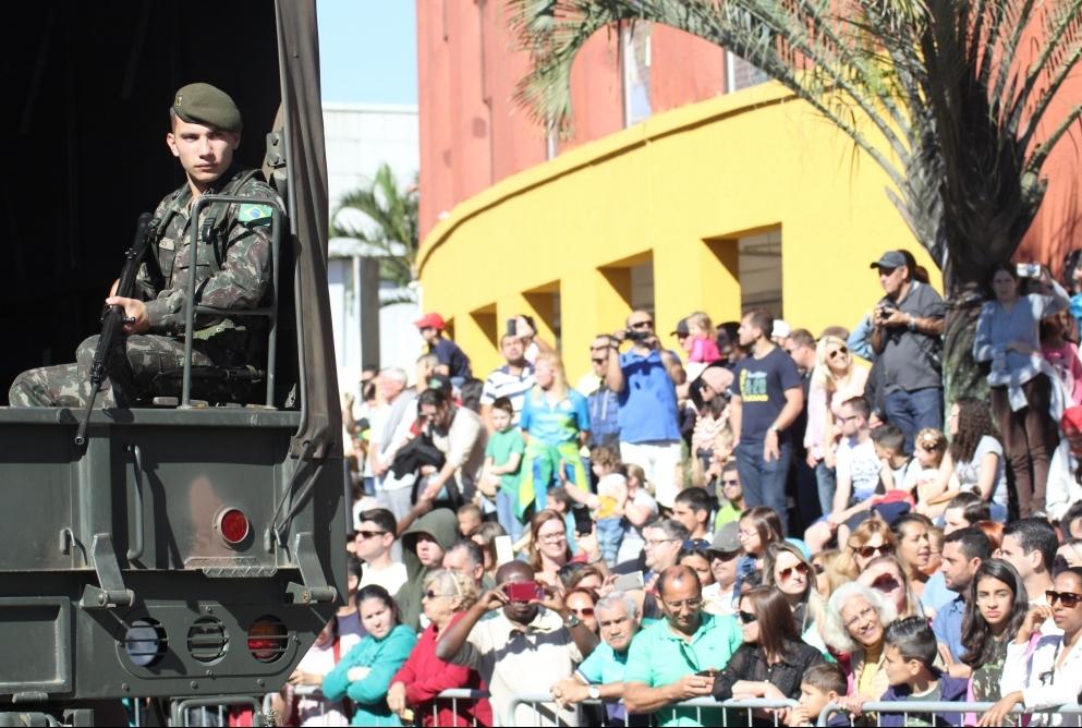 Desfile do 62º BI em Joinville - Fabrício Porto/ND