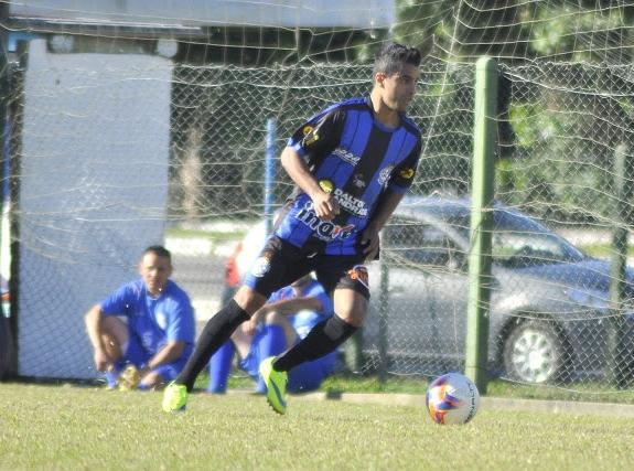 Carlinhos sofreu a falta na área e fez o gol de empate - Ricardo Moura/Divulgação/ND