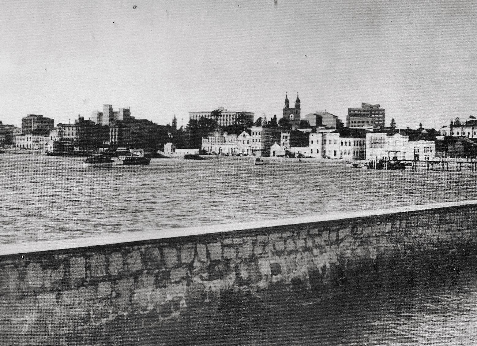 Uma panorâmica da região central, registrada entre 1955 e 1957: sem aterro, ainda tinha aspecto de aldeia - Zeca Pires/Divulgação/ND