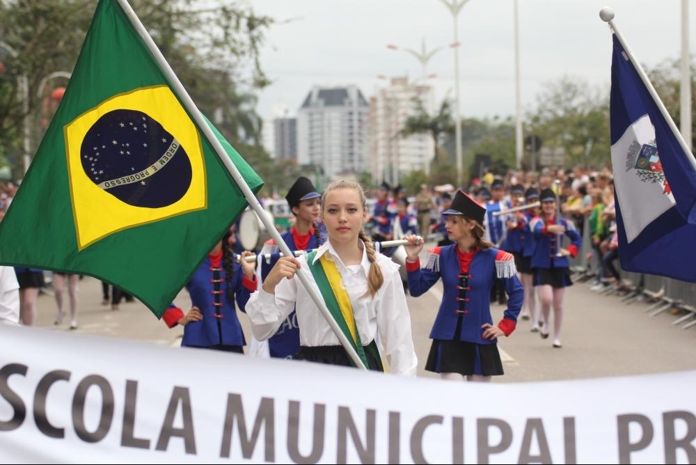 Desfile de 7 de setembro de 2015, em Joinville - Fabrício Porto/ND