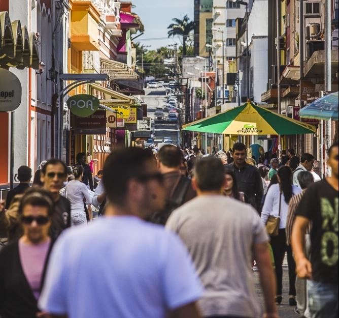 Rua Conselheiro Mafra no centro de Florianópolis é um dos locais mais acessíveis e da cidade. - Daniel Queiroz/ND