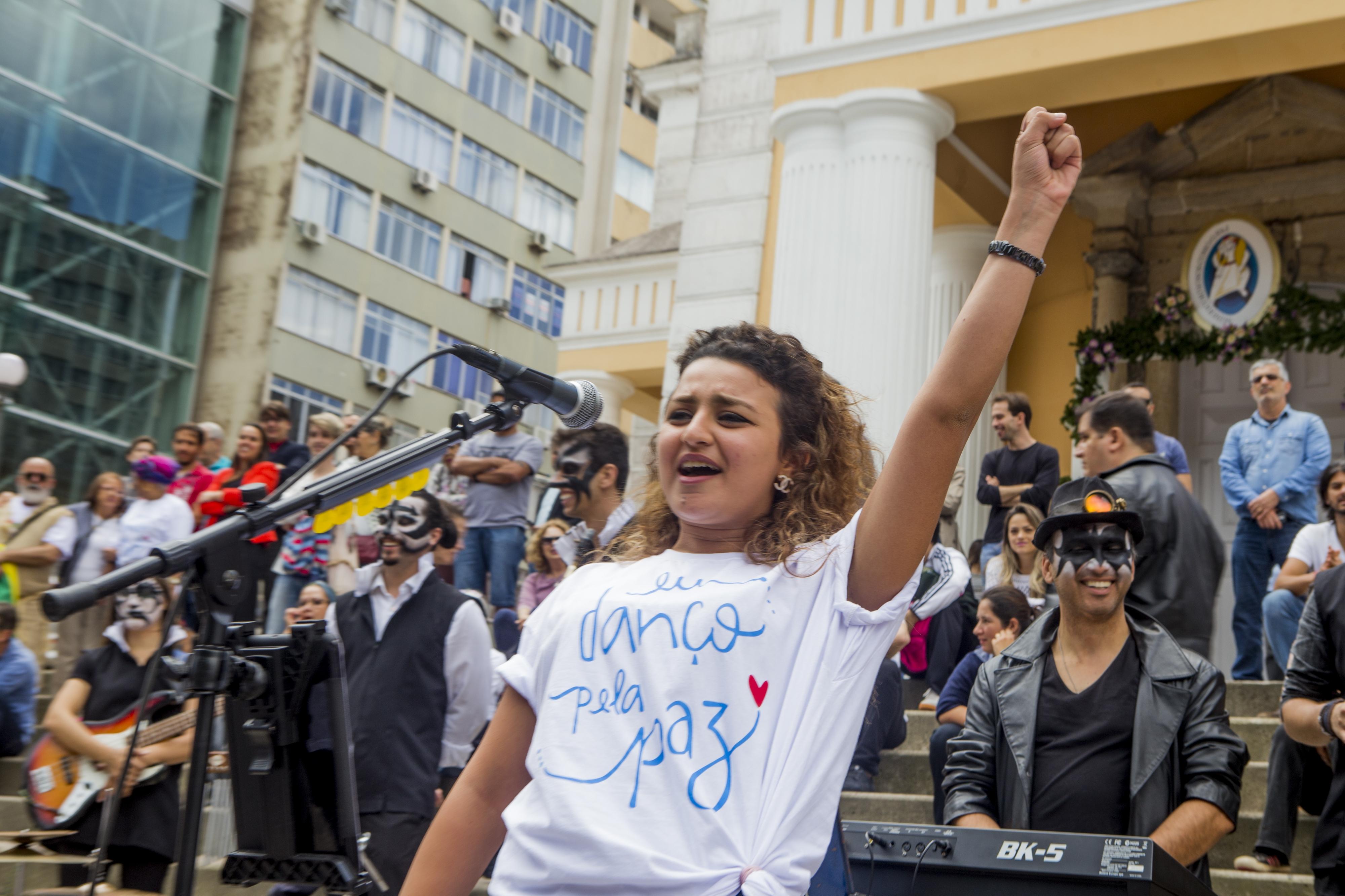 Egípicia vice-presidente do Fórum Mundial da Paz da Juventude se emocionou com apresentação - Flávio Tin/ND