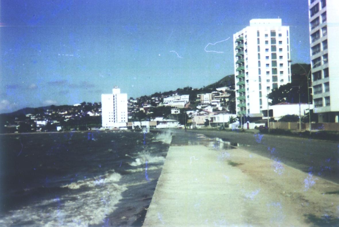 Primeira forma da Avenida Rubens de Arruda Ramos (Beira-Mar Norte), há 40 anos: aterros acabaram com a Praia de Fora  - Carlos Damião/1976/ND