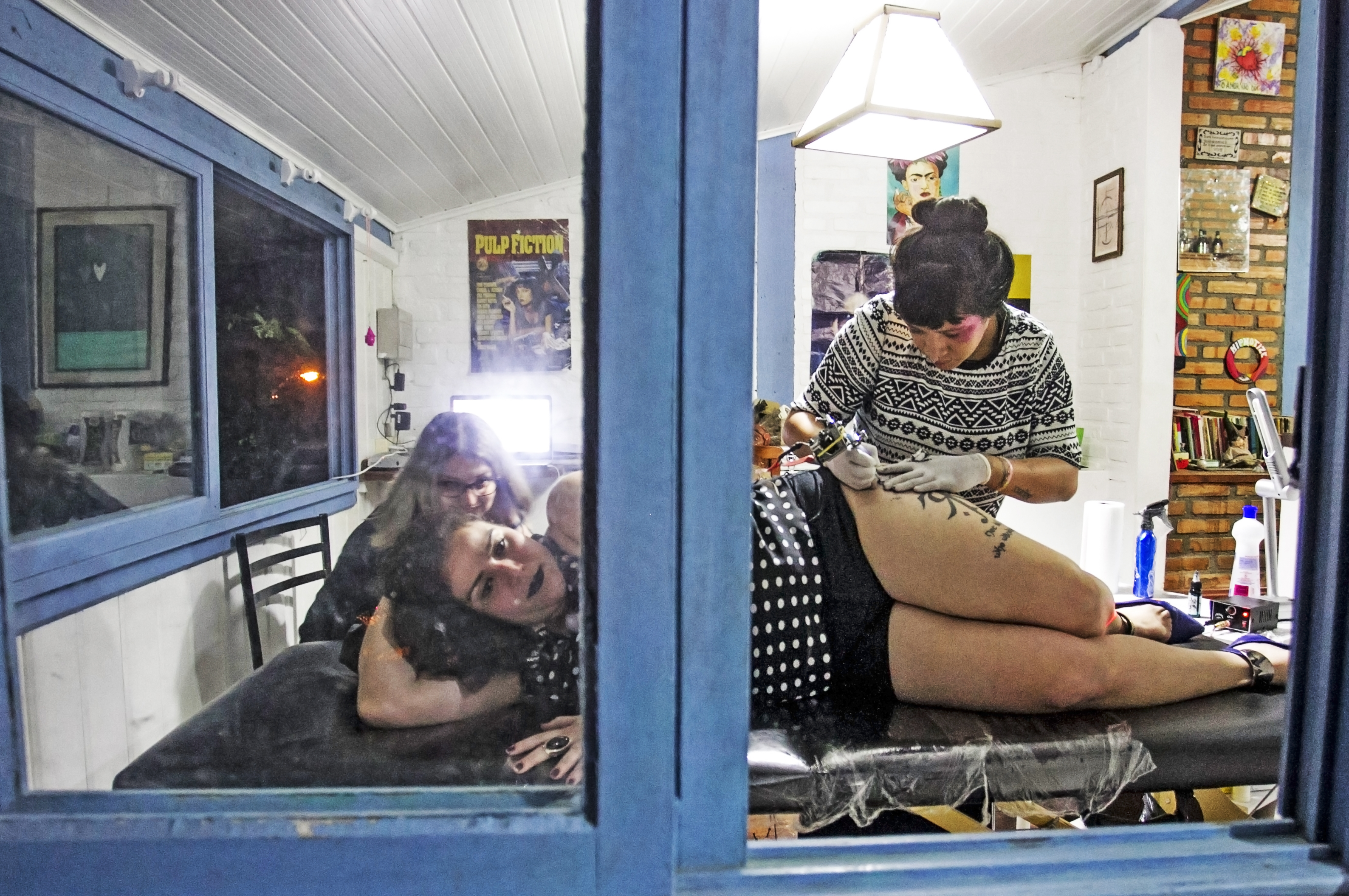 Elizabeth Fernandes fez sua 6ª tatuagem durante o evento - Marco Santiago/ND