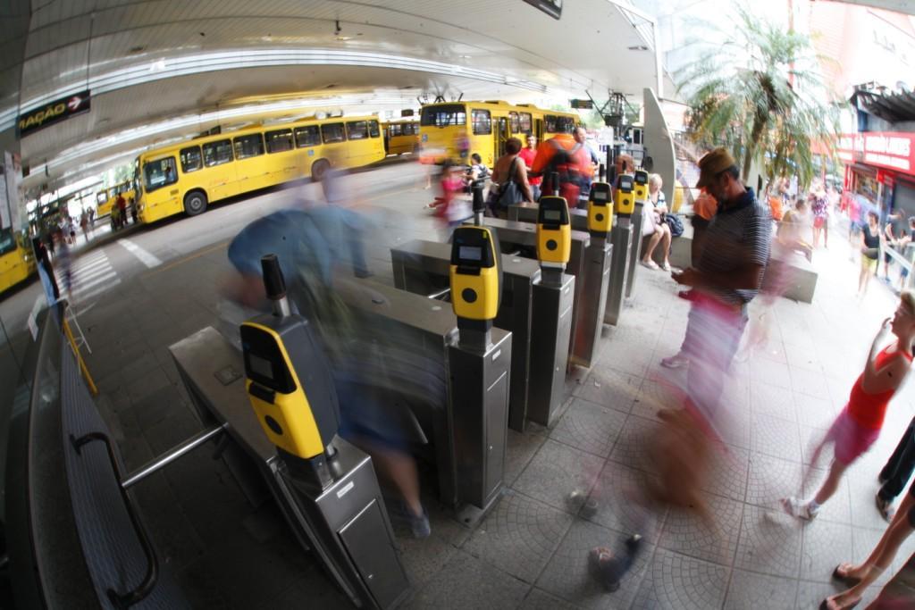 Ônibus voltam a circular na segunda-feira (8) após mais de dois meses de serviço suspenso – Foto: Carlos Junior/Arquivo/ND