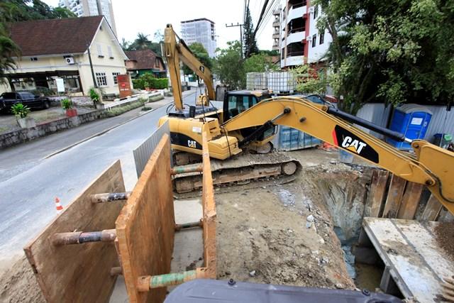 Obras do rio Mathias começaram em 2014 – Foto: Carlos Junior/ND