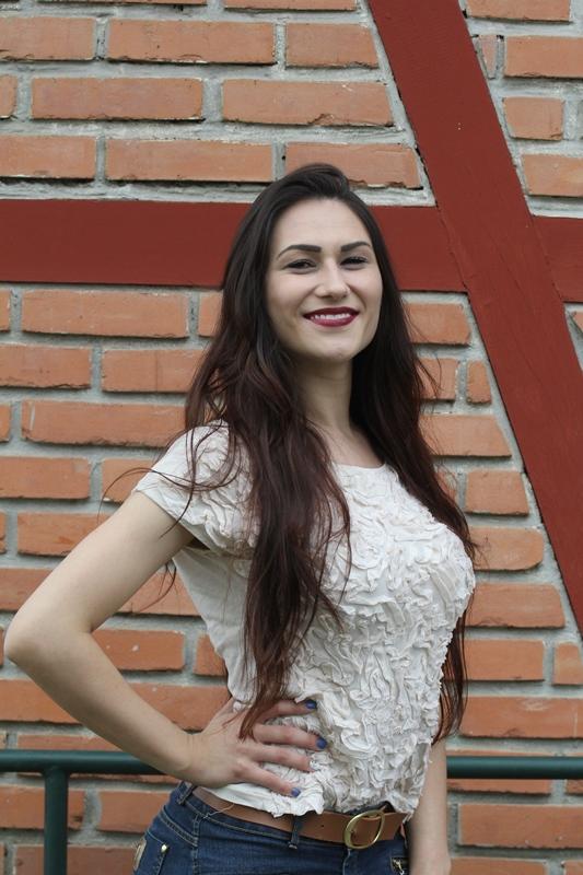 Julia da Silva Manoel, 21 anos, administradora de empresas - Fabrício Porto/ND