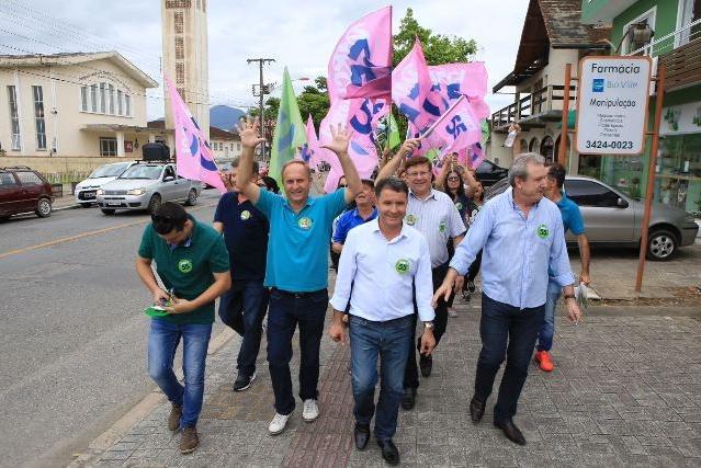 Darci de Matos realizou uma caminhada no distrito de Pirabeiraba - Divulgação/ND