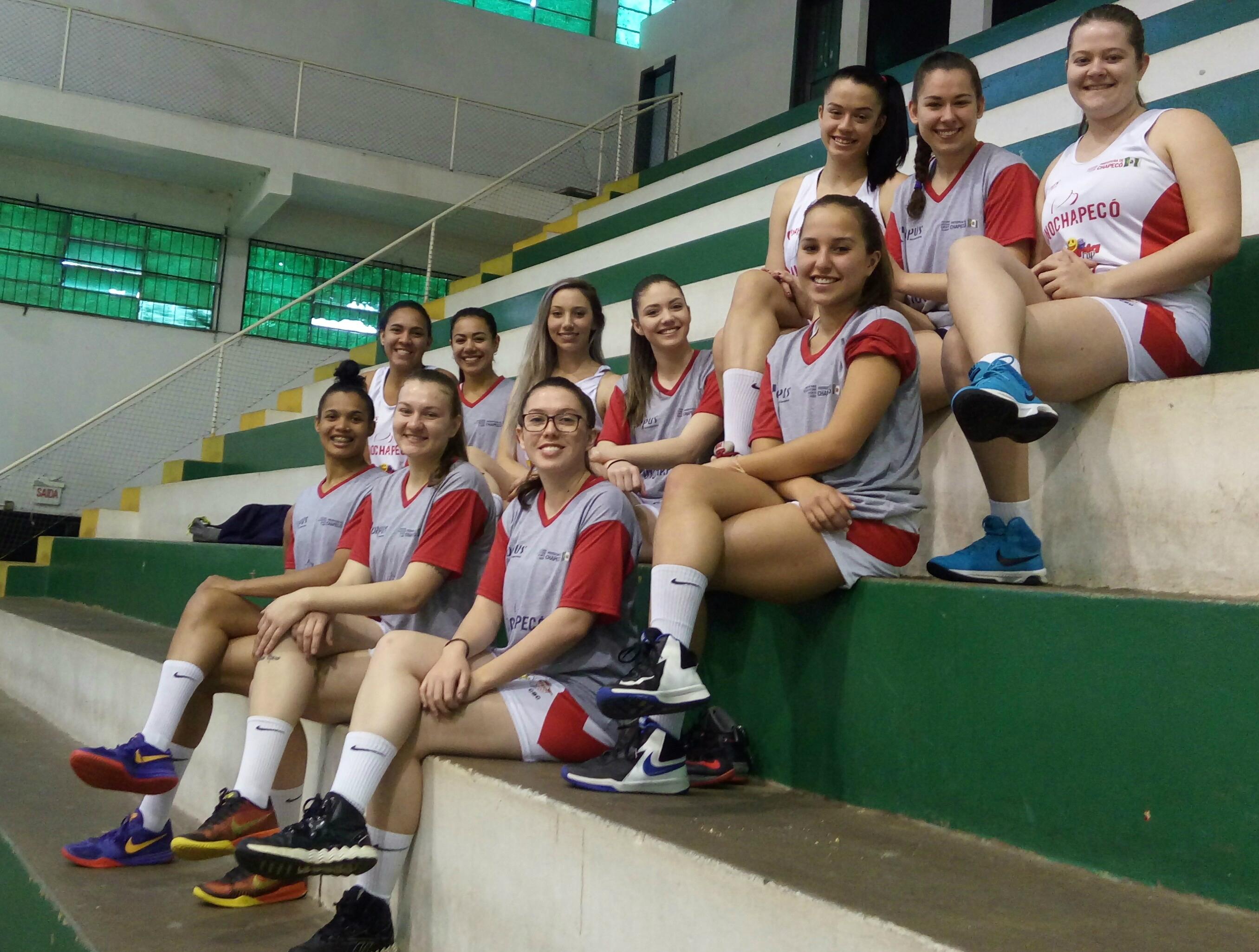 Meninas de Chapecó acumulam o vice-campeonato desde 2012 - Divulgação FCB 74cbb57c7e54d