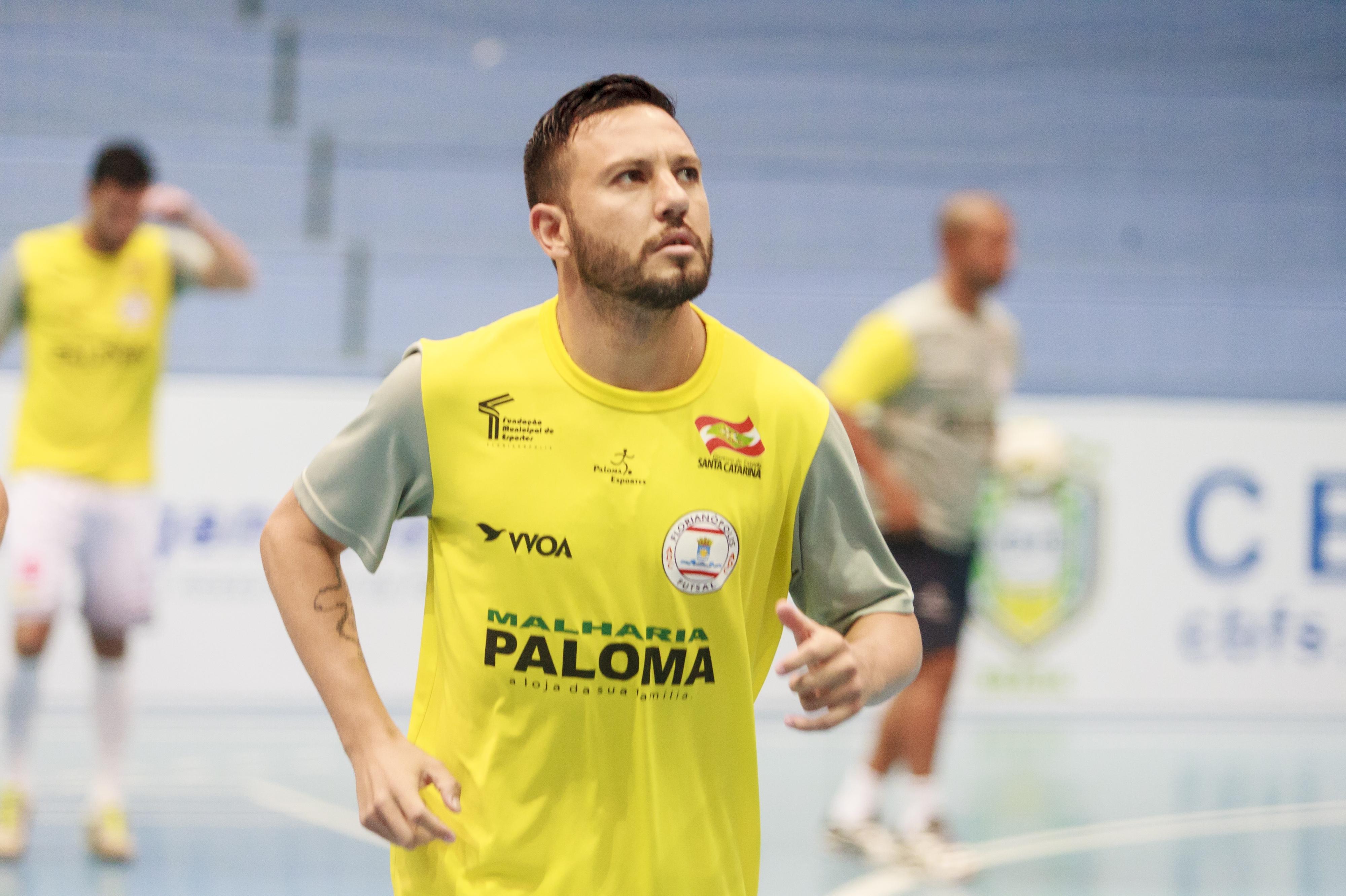 Jedson pede concentração à equipe do Floripa Futsal - Flávio Tin/ND