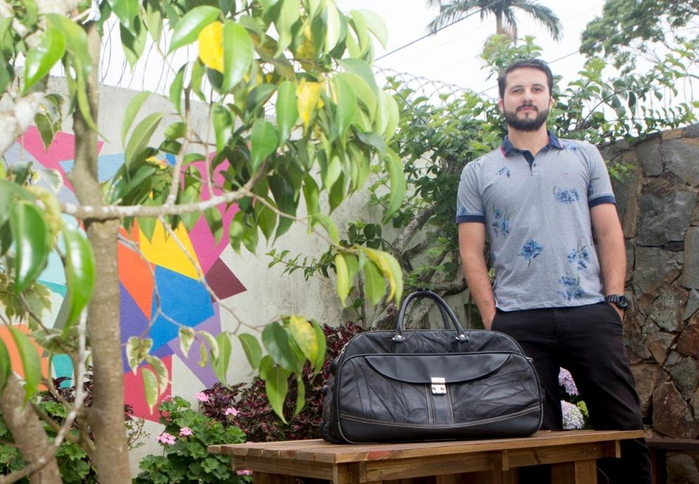 Bernardo Ganzo é um dos viajantes que utiliza o Airbnb e disponibiliza cômodos na casa em Florianópolis - Flávio Tin/ND