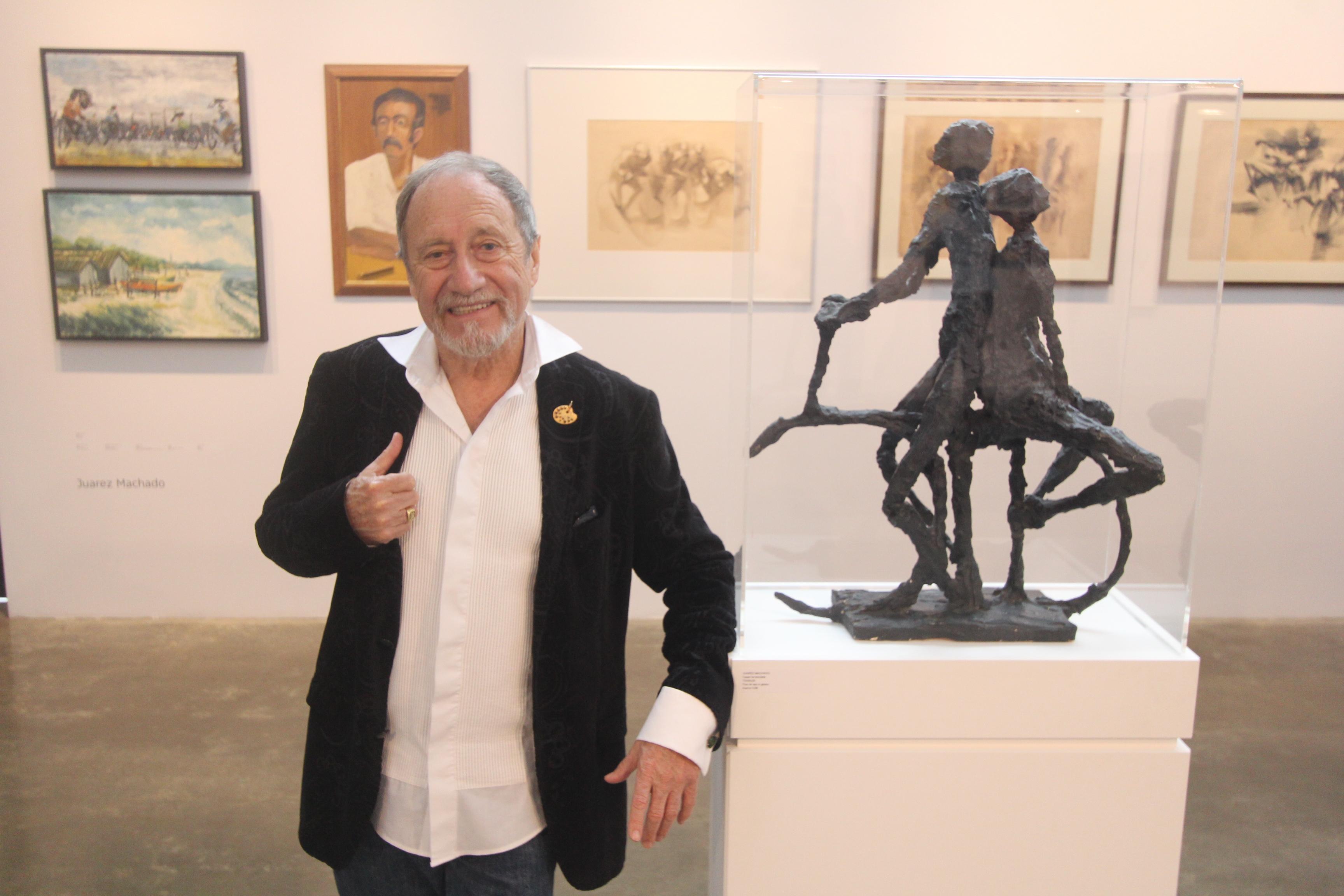 Obras do artista estão à venda em exposição de comemoração ao seu trabalho. – Foto: Fabrício Porto/ND