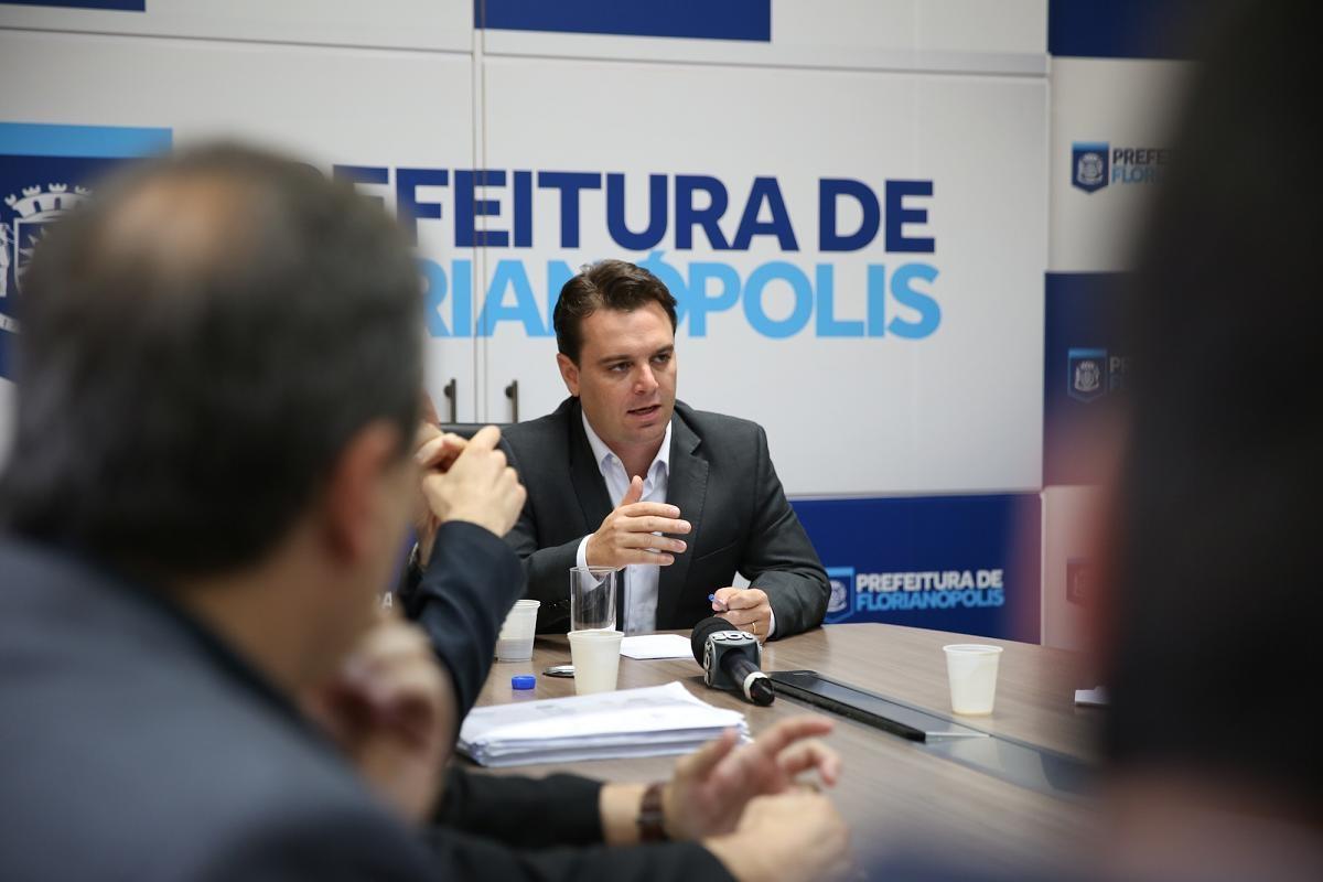 Cesar informou que vai mediar as negociações com a iniciativa privada - Rafaela Martins/PMF/Divulgação