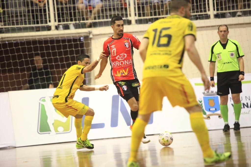 Fernando marcou o único gol do time da casa no tempo regular - Carlos Junior/ND