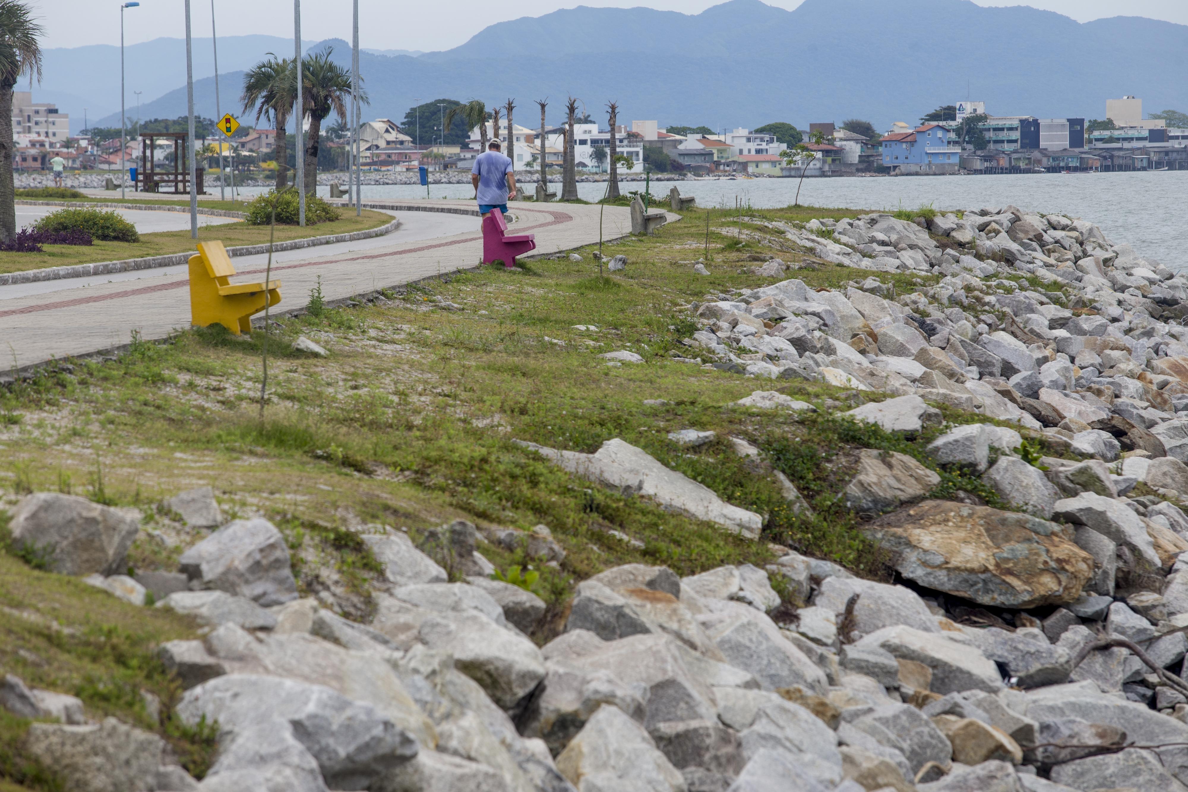 Com amplo espaço para abrigar novos usos, Beira-Mar Continental é popular para a prática de exercícios - Flávio Tin/ND