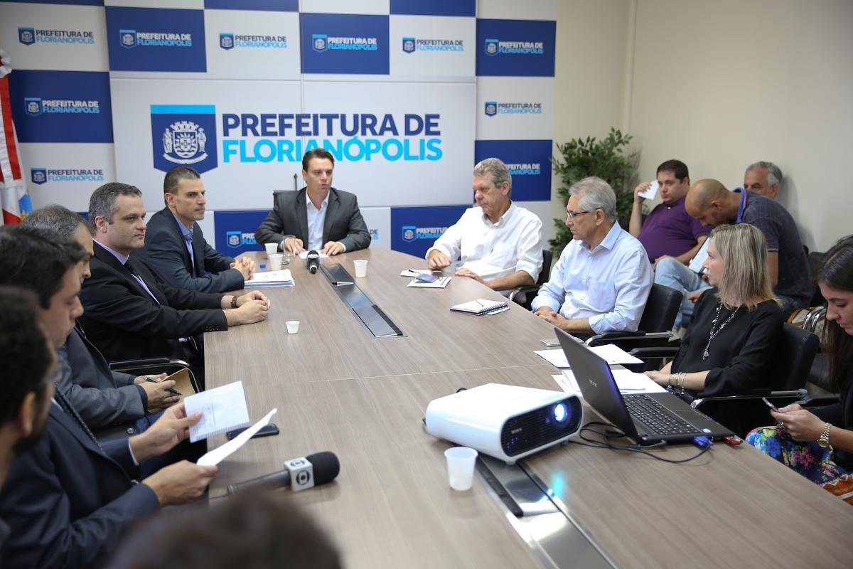 Medidas foram anunciadas em coletiva nesta quinta-feira - Rafael Martins/PMF/Divulgação