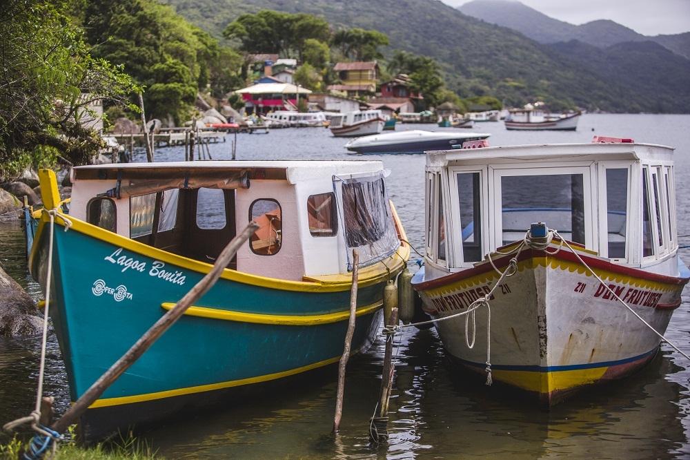 Barcos fazem a travessia até a Costa - Daniel Queiroz/ND