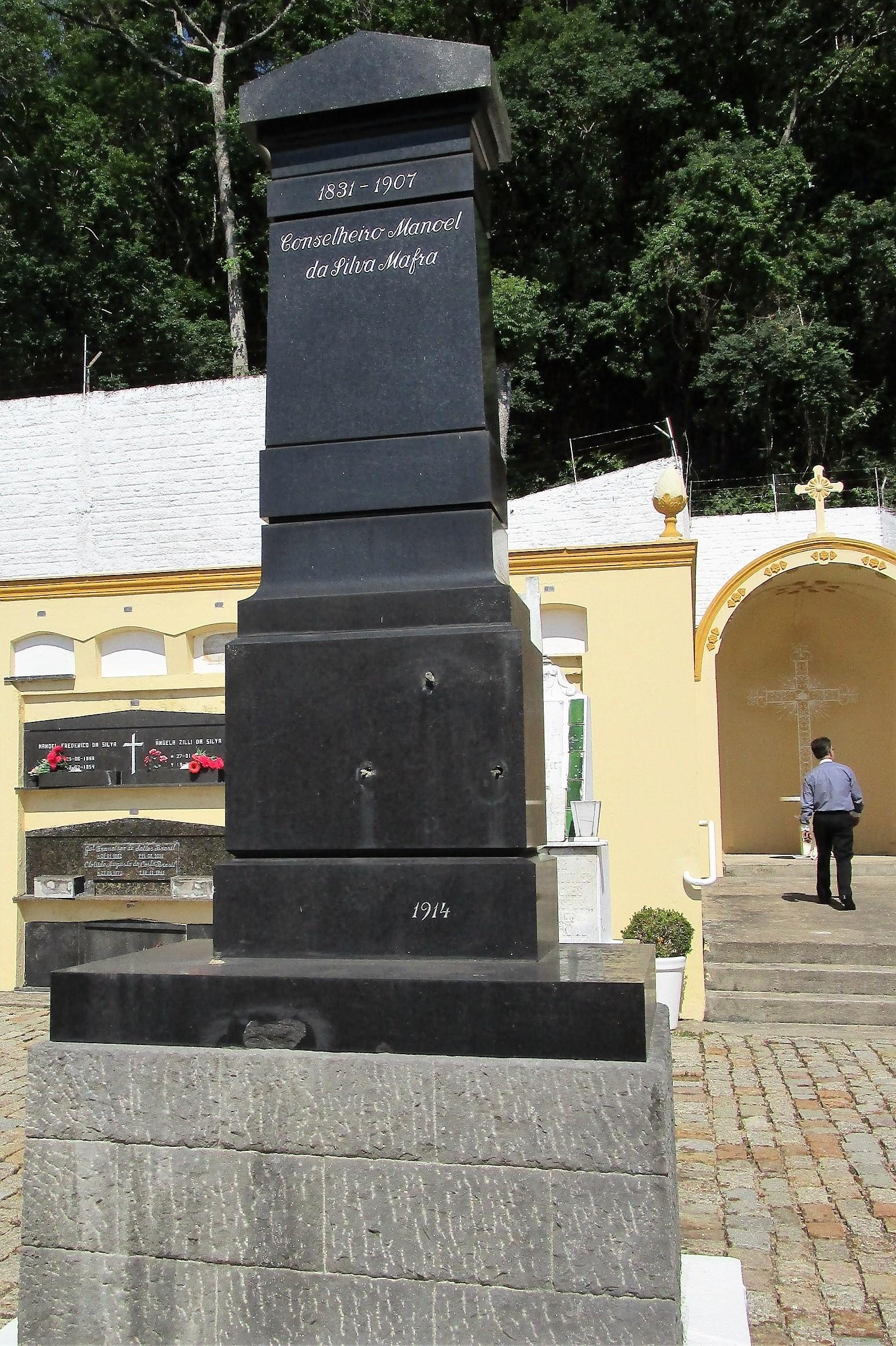 Túmulo de Manoel da Silva Mafra, o Conselheiro Mafra, de 1914 - Carlos Damião