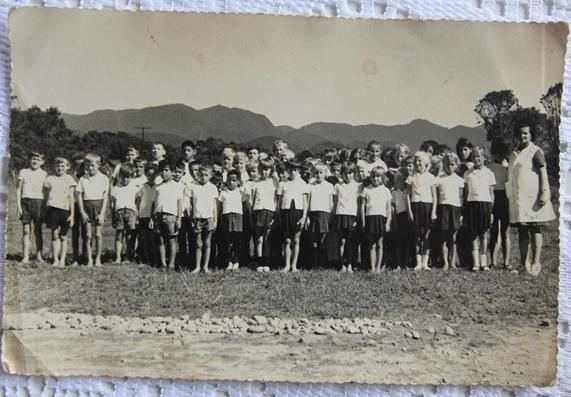 Alunos da escola em foto sem data, provavelmente dos anos 1960 - Fabrício Porto/reprodução/ND