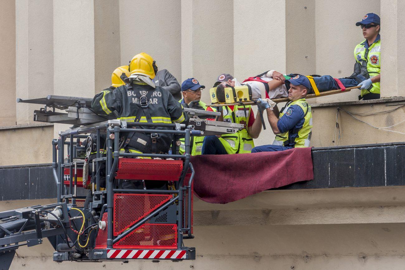 Corporação utilizou todo o material disponível para o resgate de vítimas nas alturas - Flávio Tin/ND