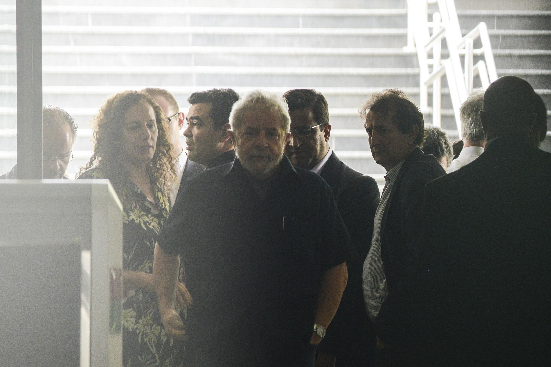 Ex-presidente Lula é conduzido coercitivamente - Marcos Bizzotto/Raw Image/Folhapress