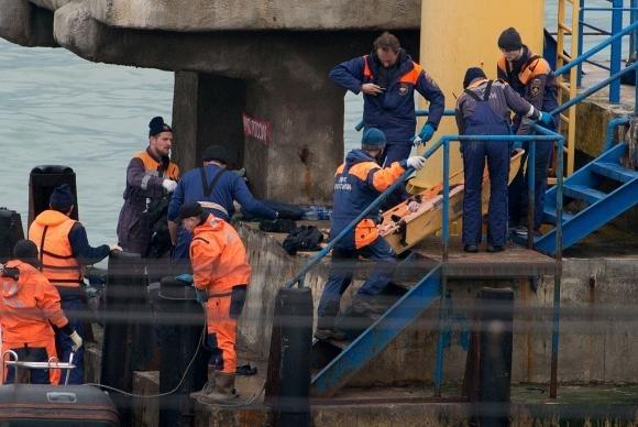 Equipes de resgate trabalham na área em que avião russo caiu no Mar Negro - STRINGER / AFP/ Agência Brasil