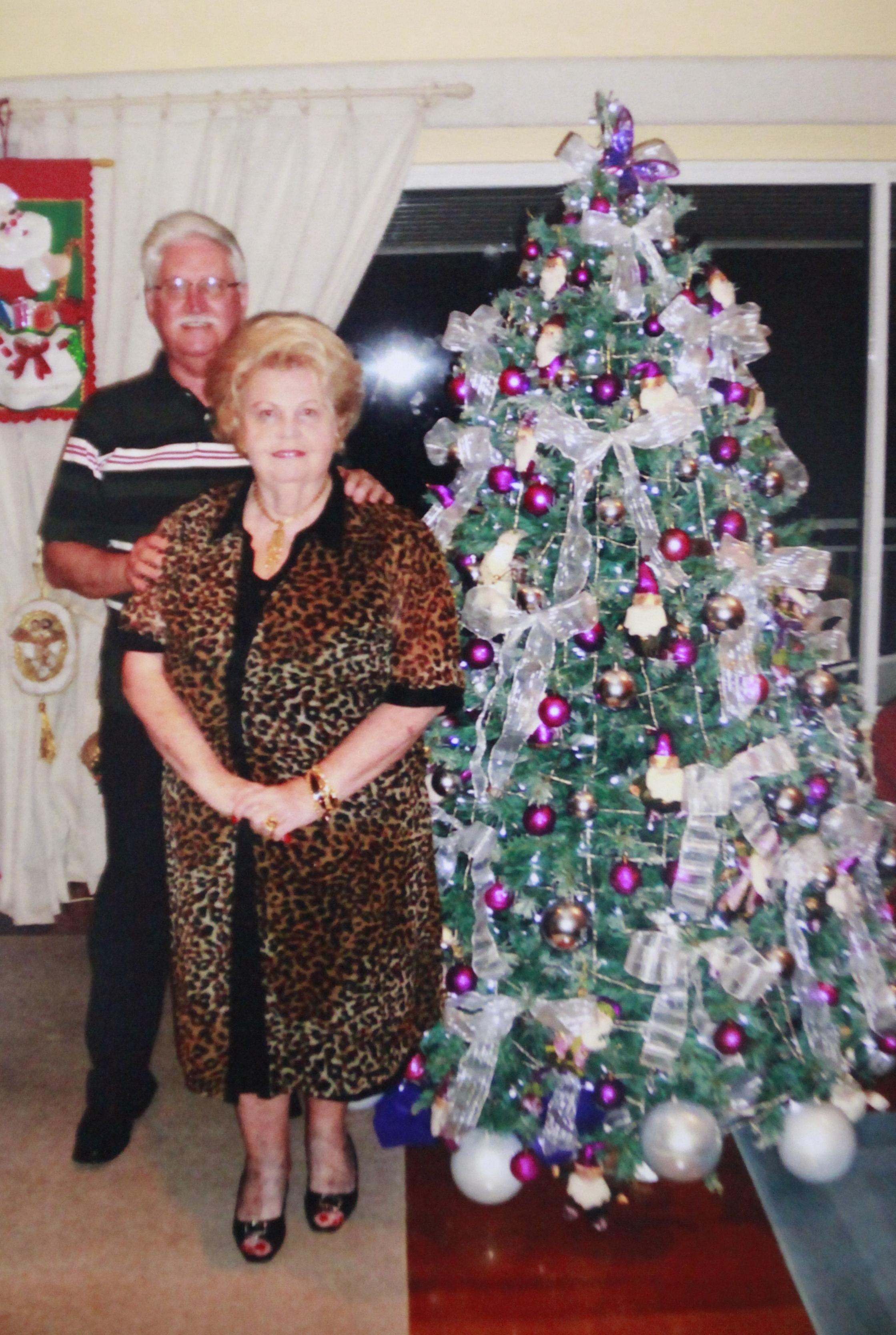 Dona Ingrid, em foto de data desconhecida, mas de tradicional comemoração natalina - Álbum da Família/Divulgação/ND