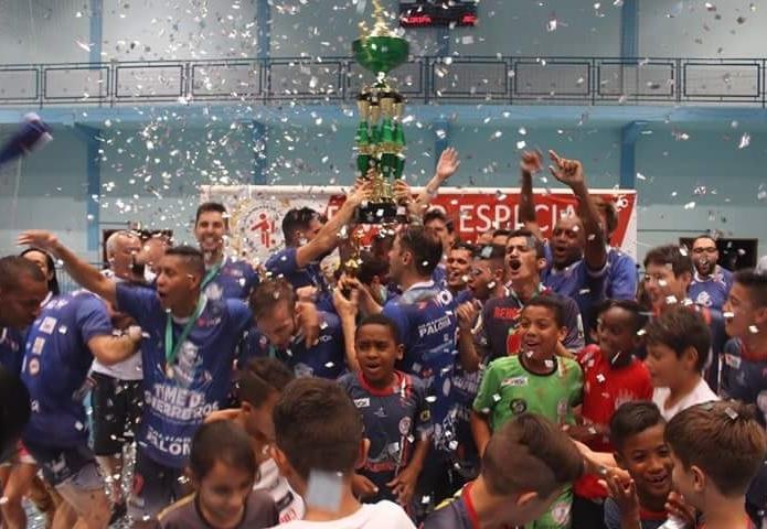 Floripa Futsal comemora título estadual - Floripa Futsal/ND