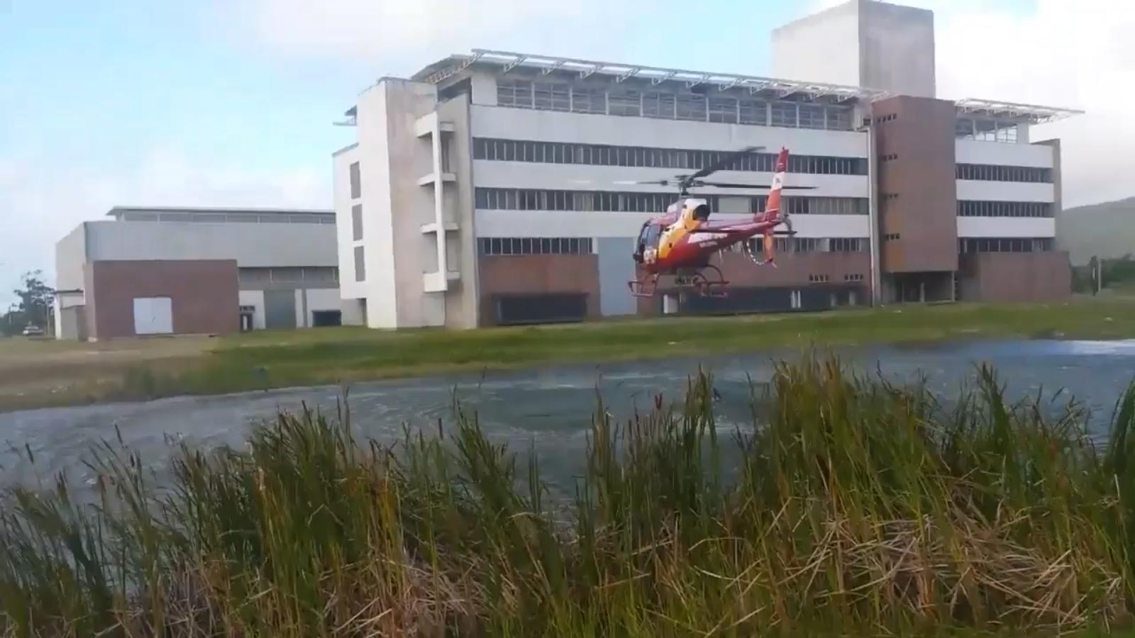 Helicóptero Arcanjo precisou buscar água no Sapiens Parque - Divulgação/Bombeiros/ND