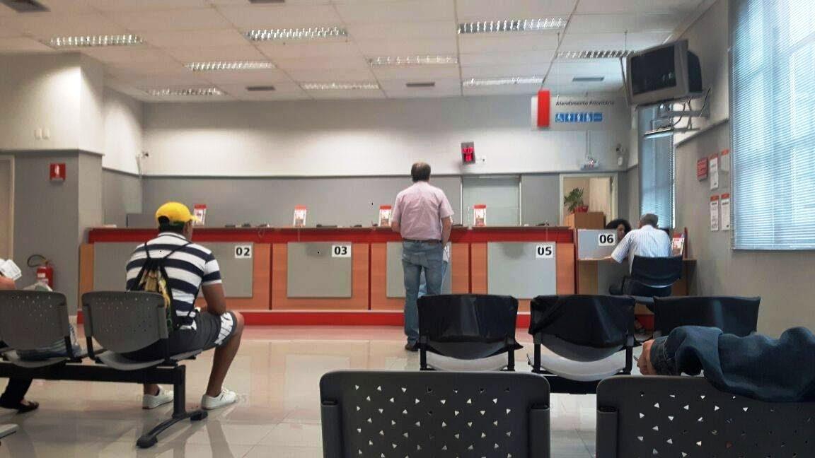 Procon de Joinville fez uma ampla fiscalização em todas as agências para verificar se as leis municipais estavam sendo cumpridas - Divulgação/ND