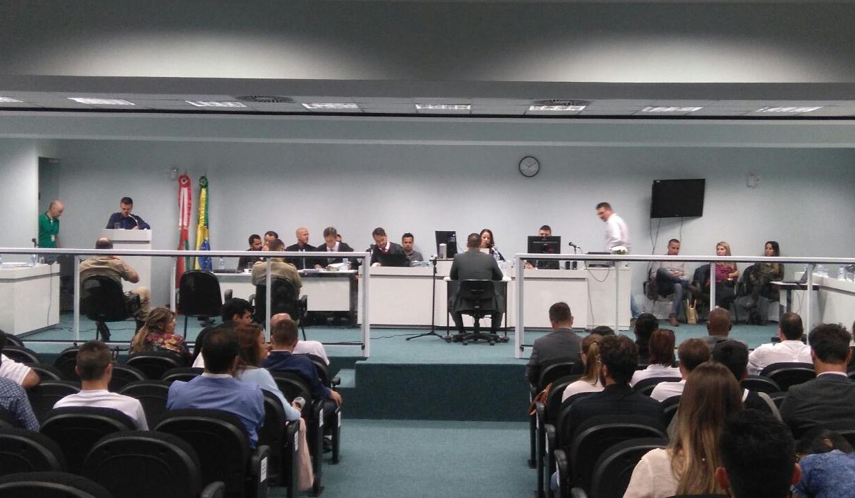 O depoimento do ex-policial Luís Mota Brentano começou às 10h10, em Palhoça - Letícia Mathias/ND