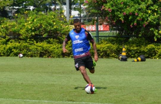 Júnior, em ação no CT da Barra Funda  -  (Foto: Felipe Espindola/saopaulofc.net)