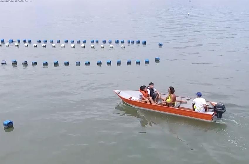 Carol e o Duda foram para o Ribeirão da Ilha conhecer a produção de ostras - Divulgação/ND