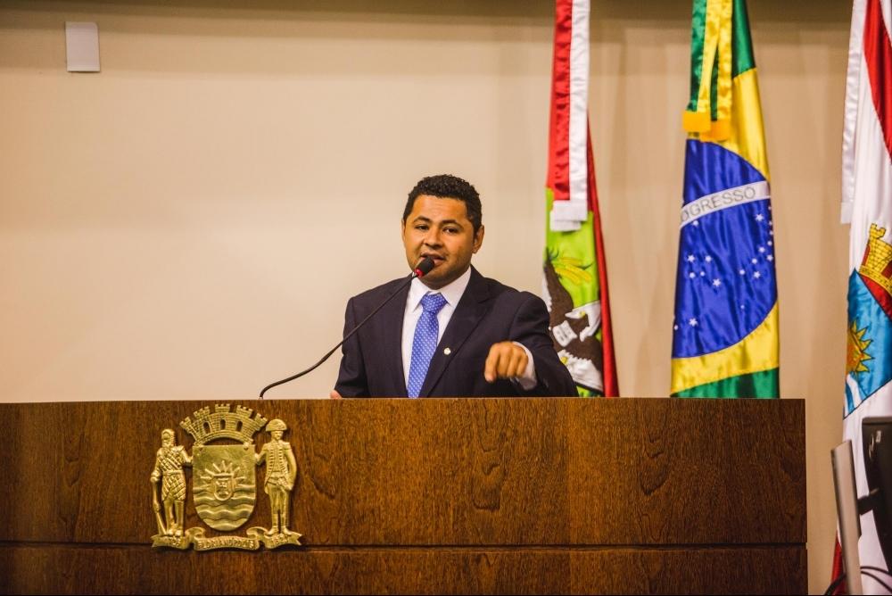 Tiago Silva pediu exoneração do cargo após Gean Loureiro vetar dois de seus projetos - Arquivo/ND