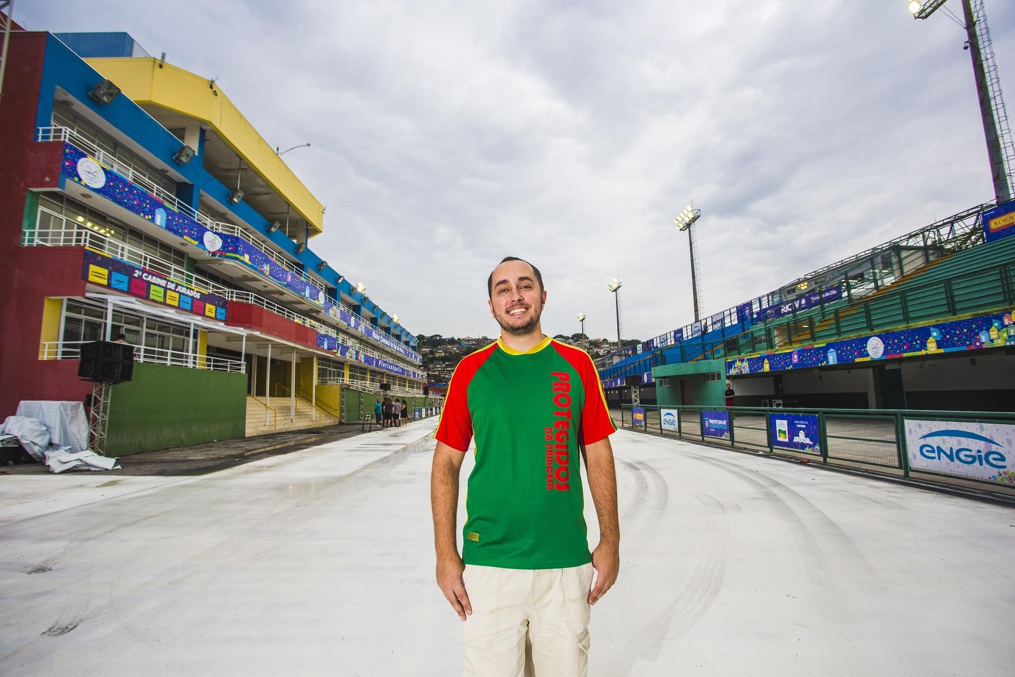 Carnavalesco de Os Protegidos da Princesa, Willian Tadeu é responsável pelos carros alegóricos e fantasias - Daniel Queiroz/ND