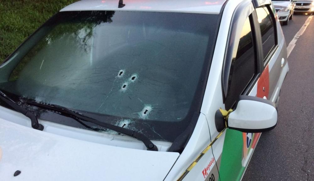 Homens que abandonaram veículo com explosivos na BR-101 trocaram tiros com a polícia durante a fuga - Polícia Militar/Divulgação