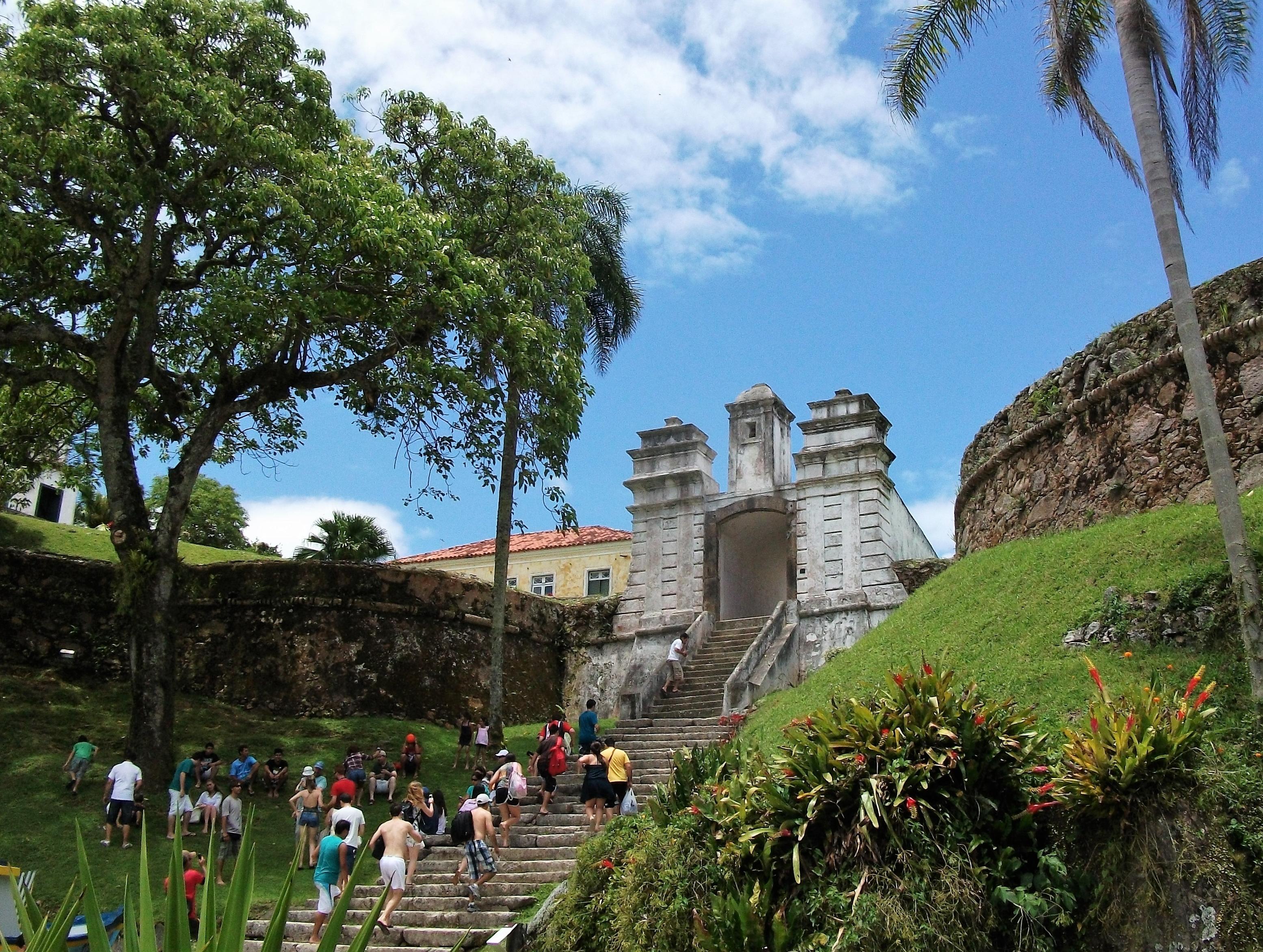 Fortaleza de Santa Cruz (Anhatomirim) não impediu a invasão dos estrangeiros pela região Norte da ilha - Carlos Damião