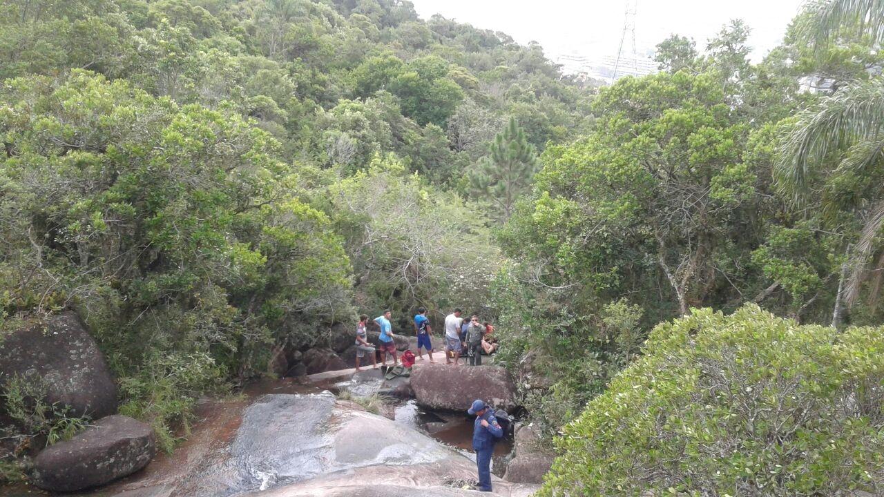 No alto do morro do Saco Grande, local do acidente é de acesso restrito - Águia 02/PM/Divulgação/ND