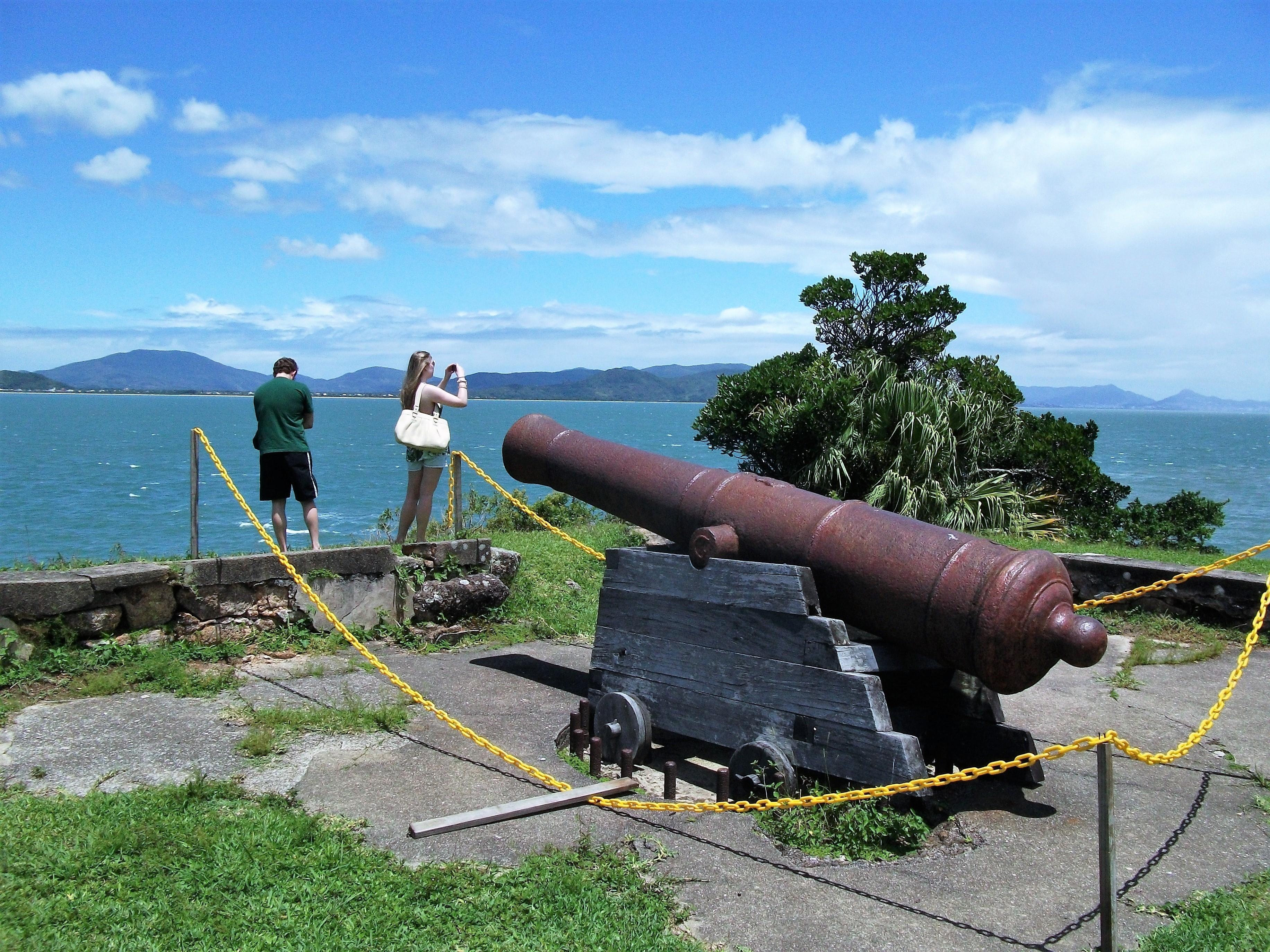 Um dos canhões da fortaleza: peças decorativas durante a avassaladora chegada dos espanhóis - Carlos Damião