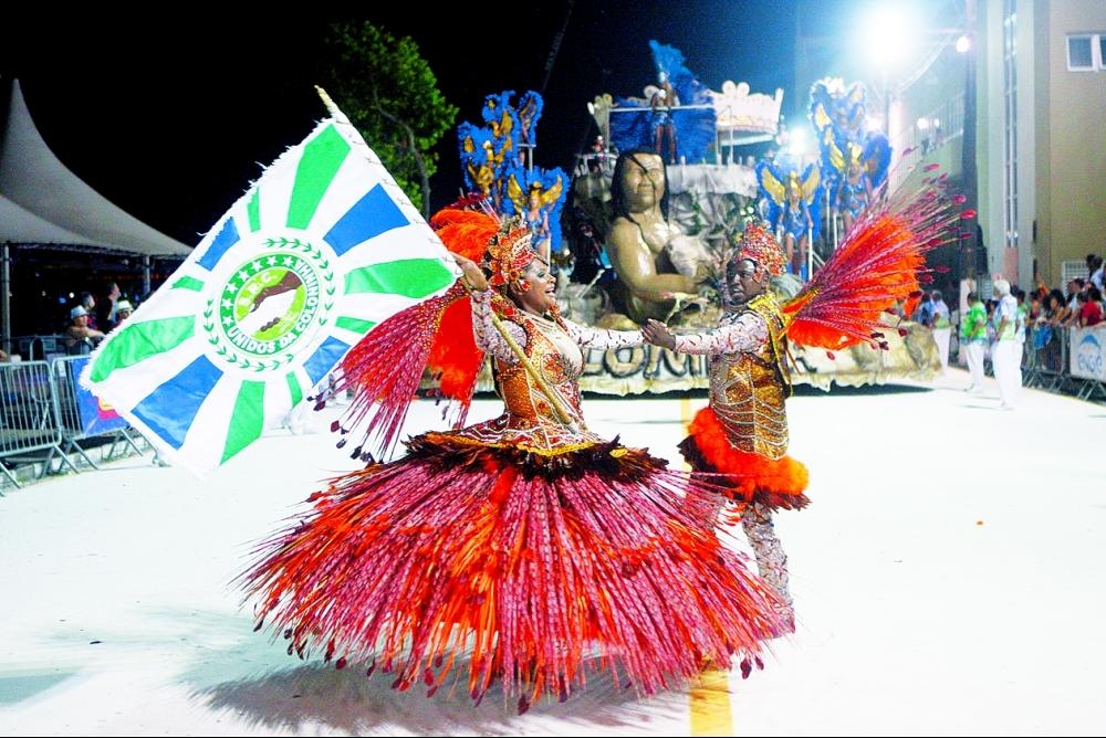 Casal de mestre-sala e porta-bandeira representou o povo nômade - Flávio Tin/ND